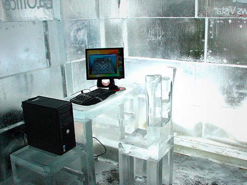 Компьютерный стол изо льда
