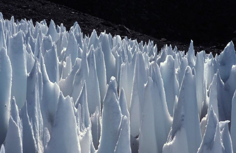 Снежные копья могут достигать высоты 20 м
