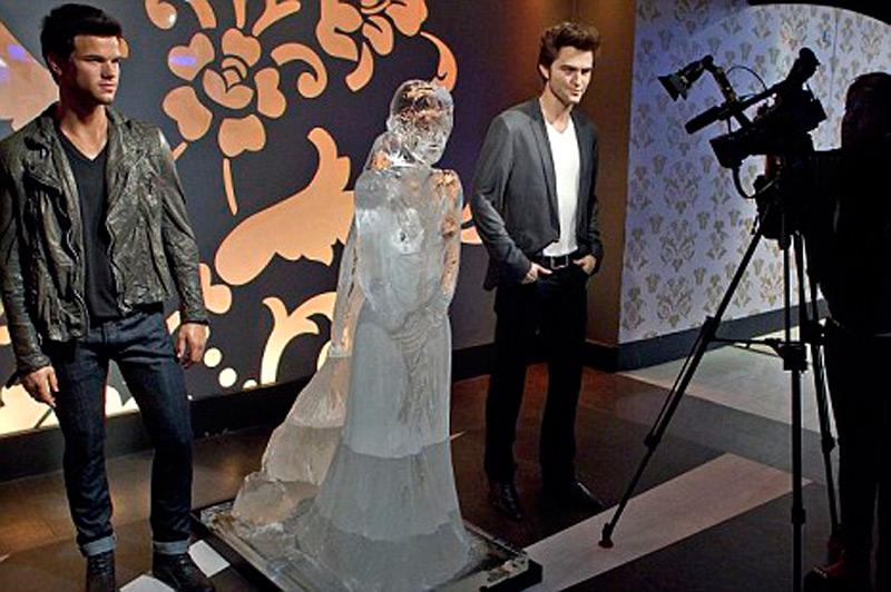 Кирстен Стюарт в свадебном платье своей героини по фильму Беллы Свон