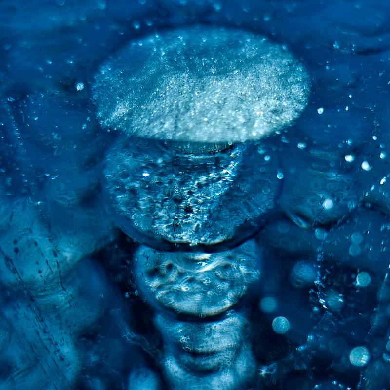 Удивительные пузырики подо льдом