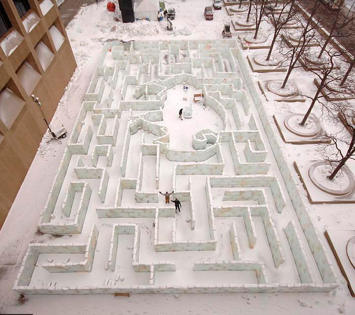 Самый большой ледовый лабиринт в мире