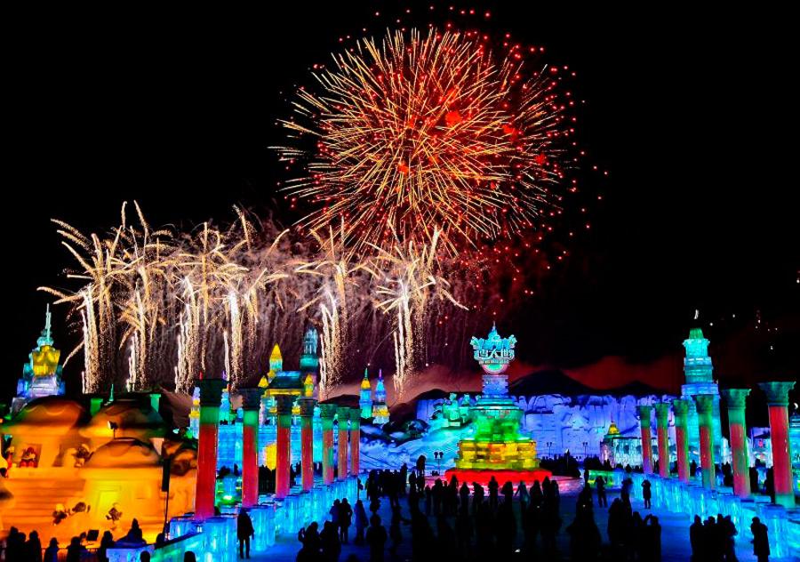 Открытие фестиваля сопровождается мощным фейерверком