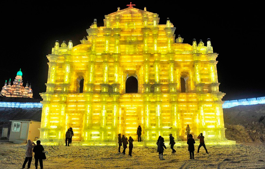 Копии знаменитых соборов изо льда