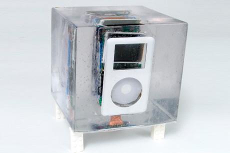 ipod в ледяном кубе
