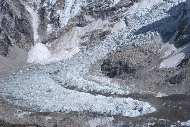 Ледопад Кхумбу протяженностью 22 км