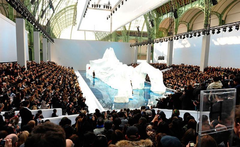 Ледяной айсберг на показе мод
