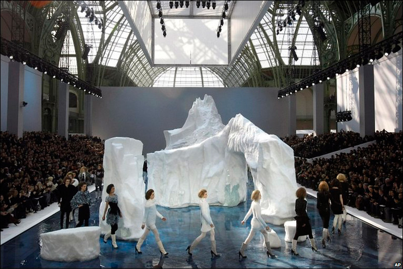 Лед для композиции доставлен из Скандинавии