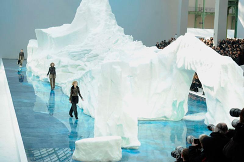 Вес ледяной композиции составил 240 тонн