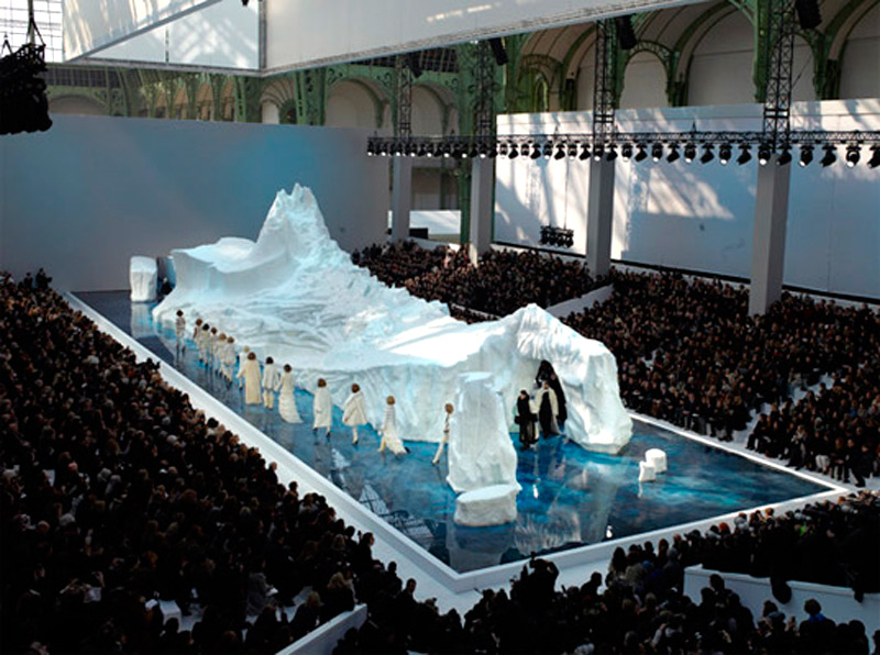 В течение показа айсберг уменьшался в размере