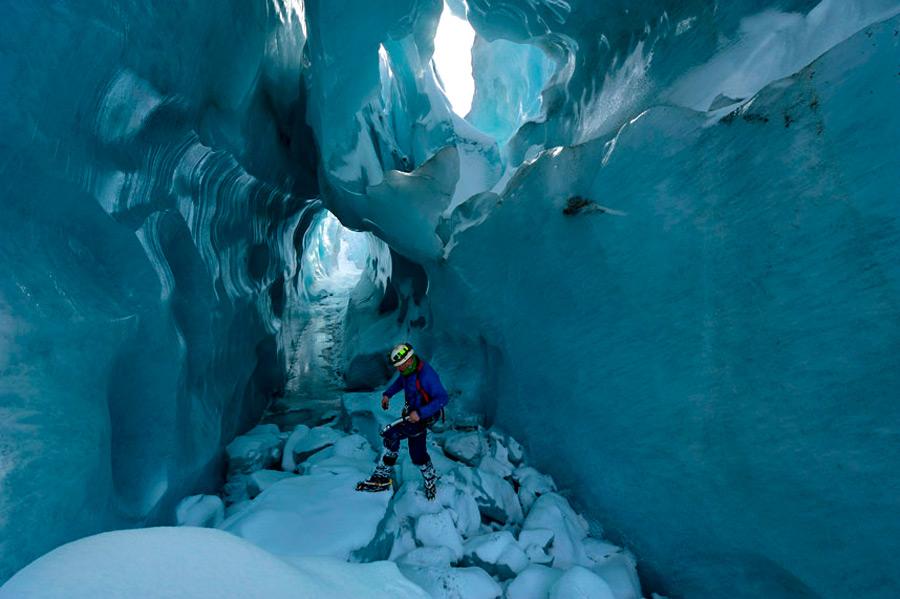 Общий объем ледника составляет  69 кв.км