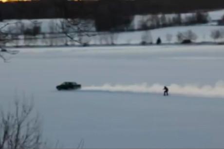 Водные лыжи на льду