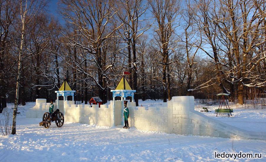 Крепость изо льда в Бутово