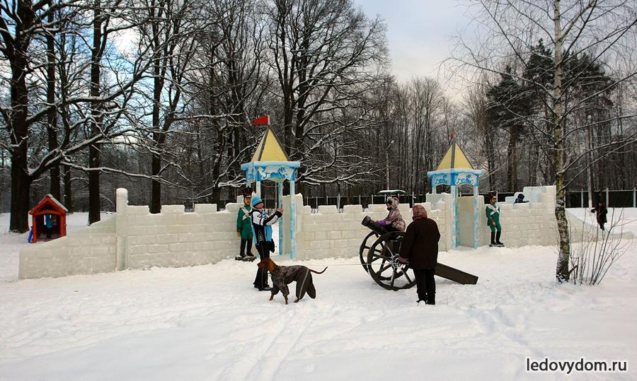 Ледовая крепость в Бутово