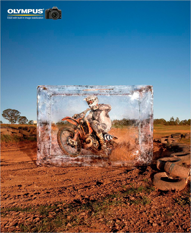 Мотоциклист в ледяном блоке