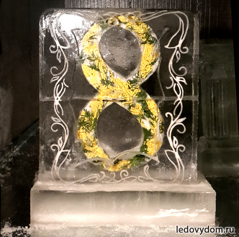 Подарок изо льда с живыми цветами