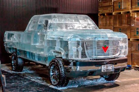 Ледяной автомобиль в Торонто