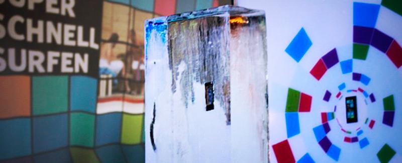 Nokia в ледяном блоке