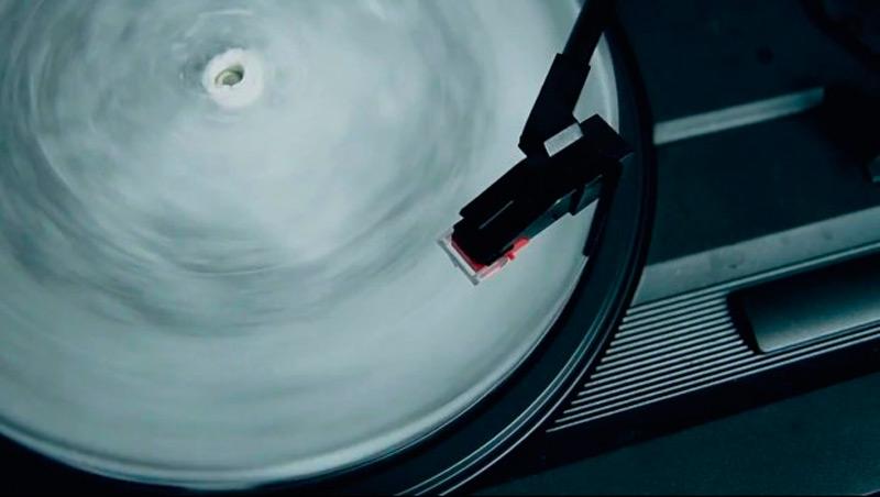 Музыкальные пластинки изо льда