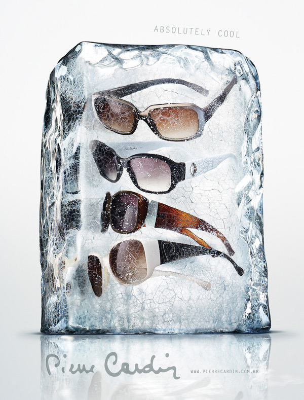 Солнечные очки в ледяном блоке