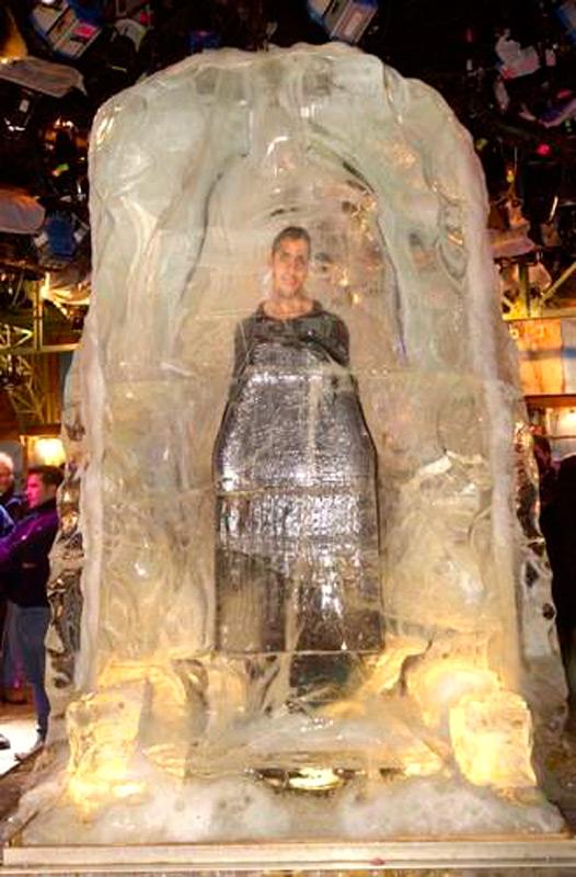Дэвид Блэйн в ледяном кубе
