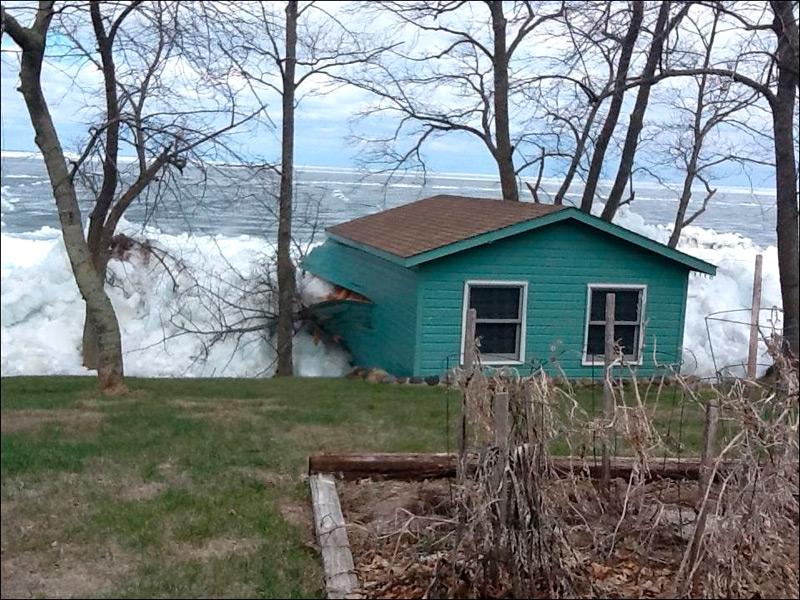Ледяной поток начал двигаться за пределы берега