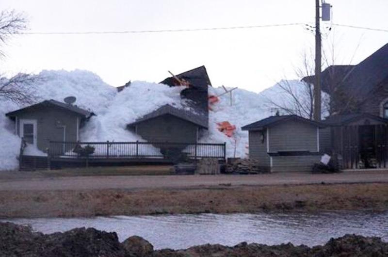 Лед уничтожил 15 домов. Жители не пострадали!