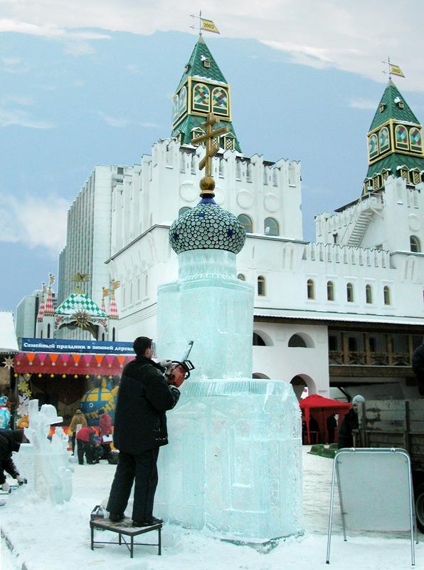 Ледяная часовенка в Измайловском вернисаже