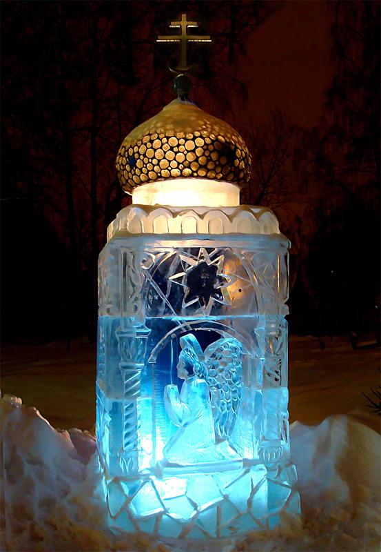 Часовенка изо льда в Бутово