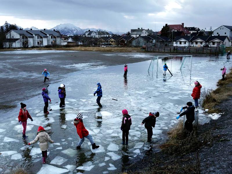 Дворовый футбол на льду