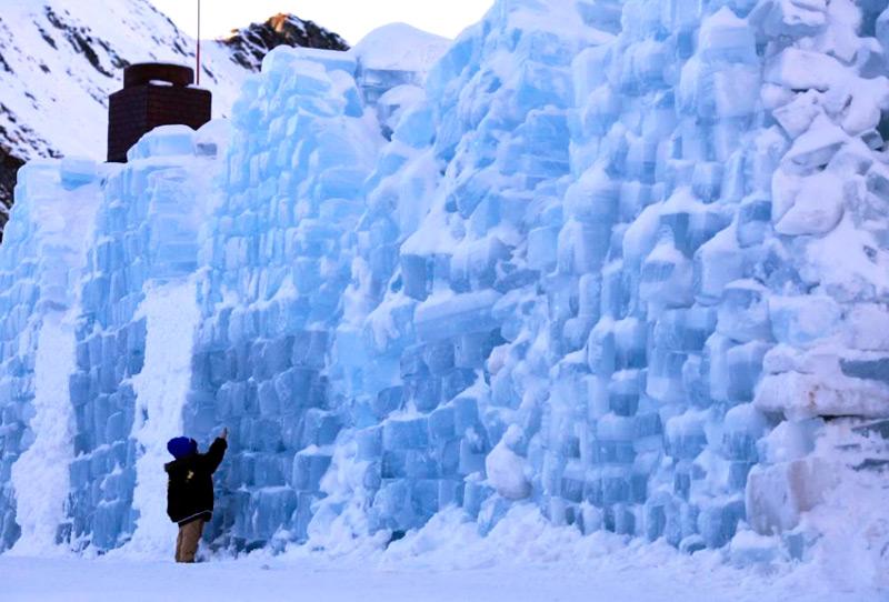 Стена из ледяных блоков