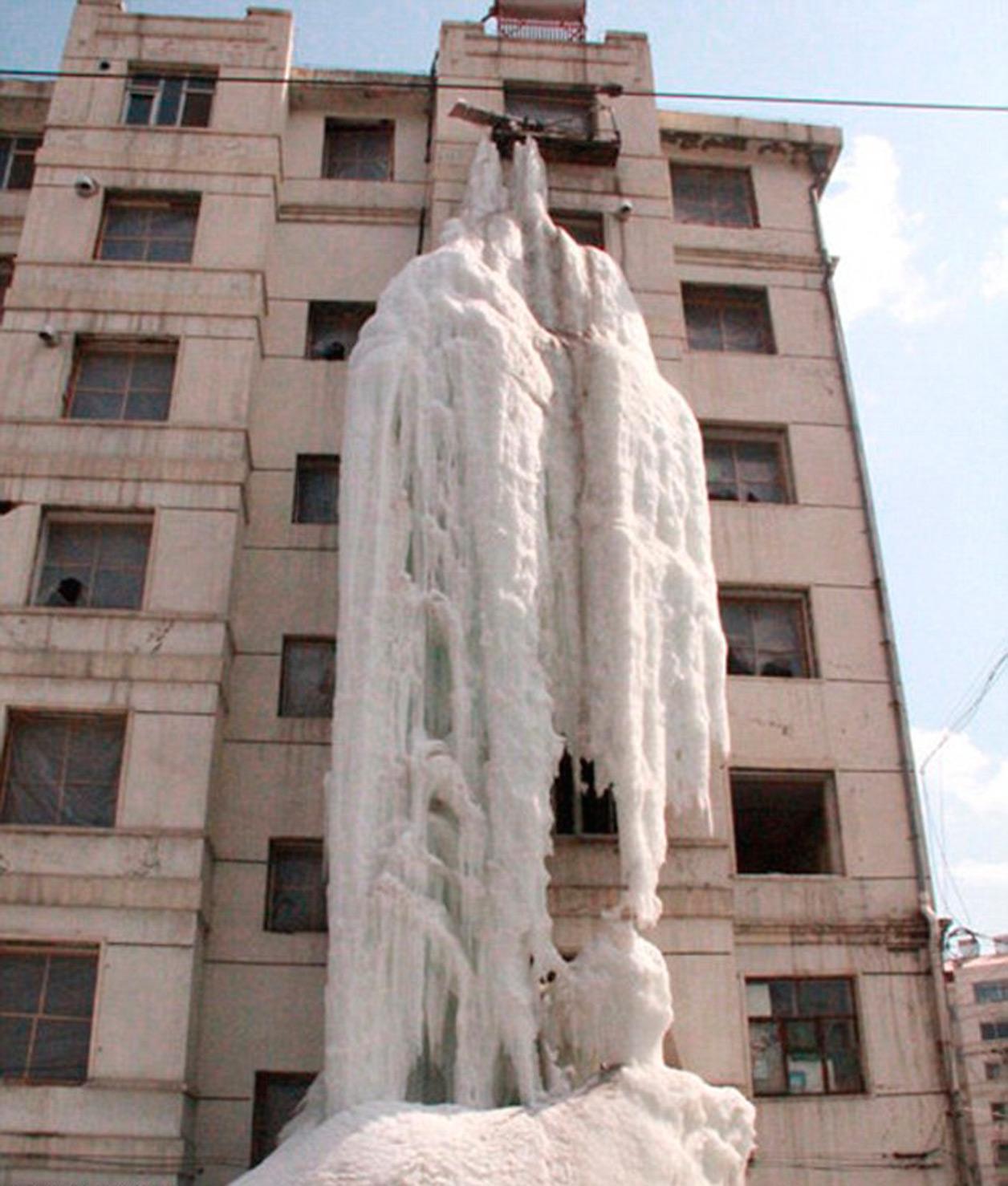 Городская ледяная скульптура от Вэнь Сю
