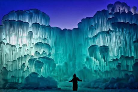Ледяные замки-лабиринты из сосулек