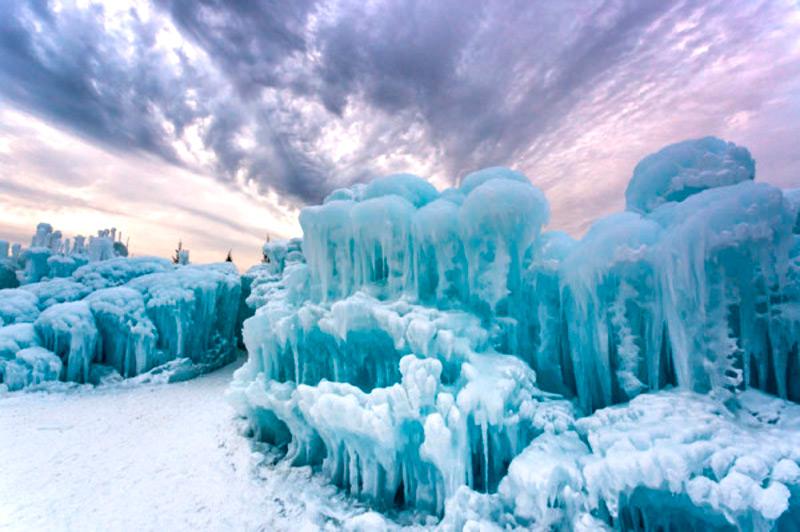 Удивительное ледяное сооружение