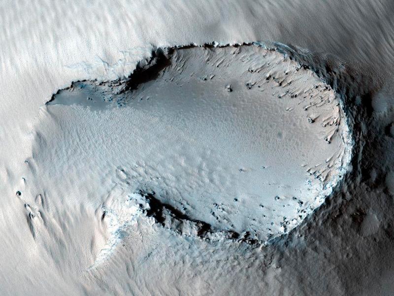 Илл.17 - Ледяной наплыв на дне кратера