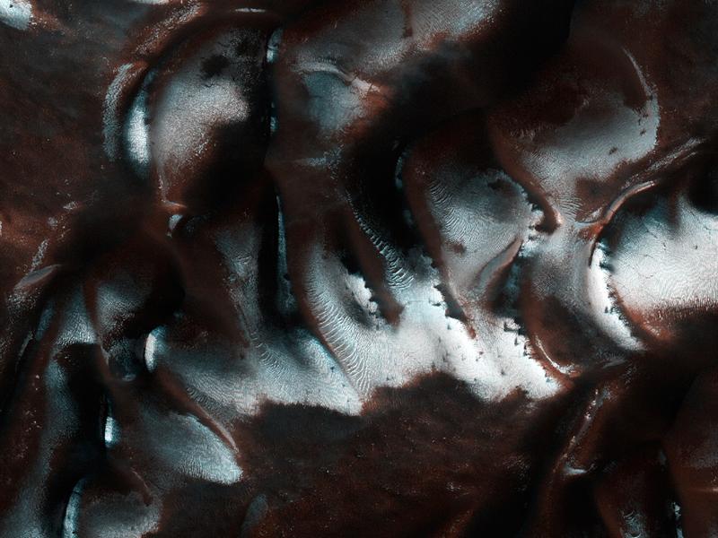 Илл. 19 - Иней, выпавший на песчаной поверхности Марса