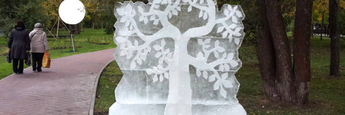 Ледяное дерево в парке Ветеран