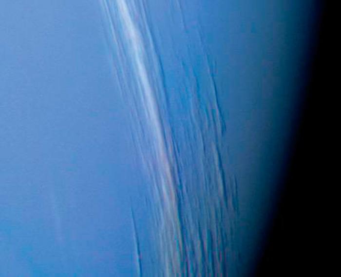 Илл-8. Облака на Нептуне