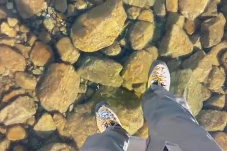 Прогулка по прозрачному льду