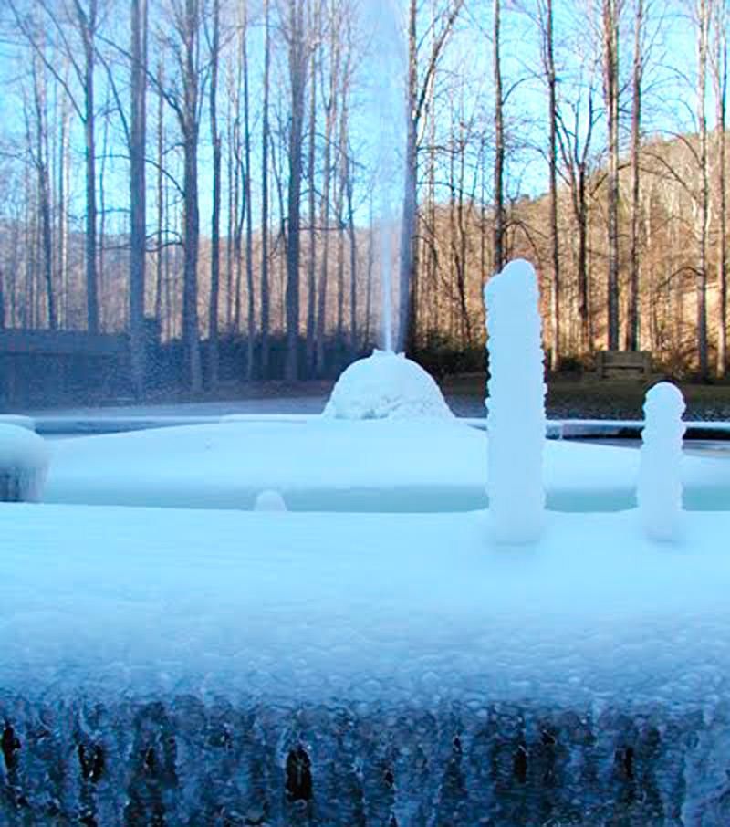 Ледяные наросты на бортах резервуара