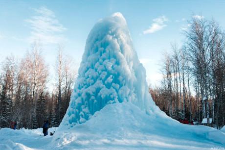 Ледяной фонтан в парке Зюраткуль