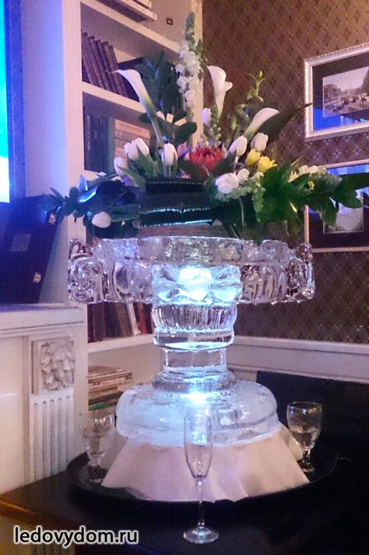 Ледяная ваза для букетов