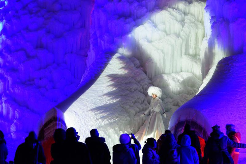 Культурные мероприятия внутри ледяного храма