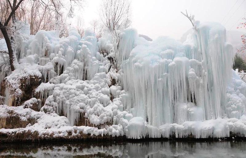 Водопад в горах Тай-Хан, Китай