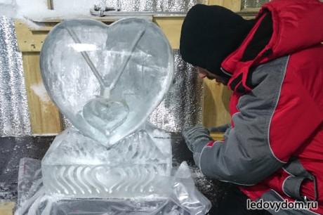 Установка для напитков в виде ледяного сердца
