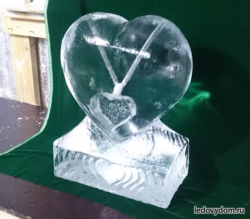 Сердце изо льда для подачи напитков