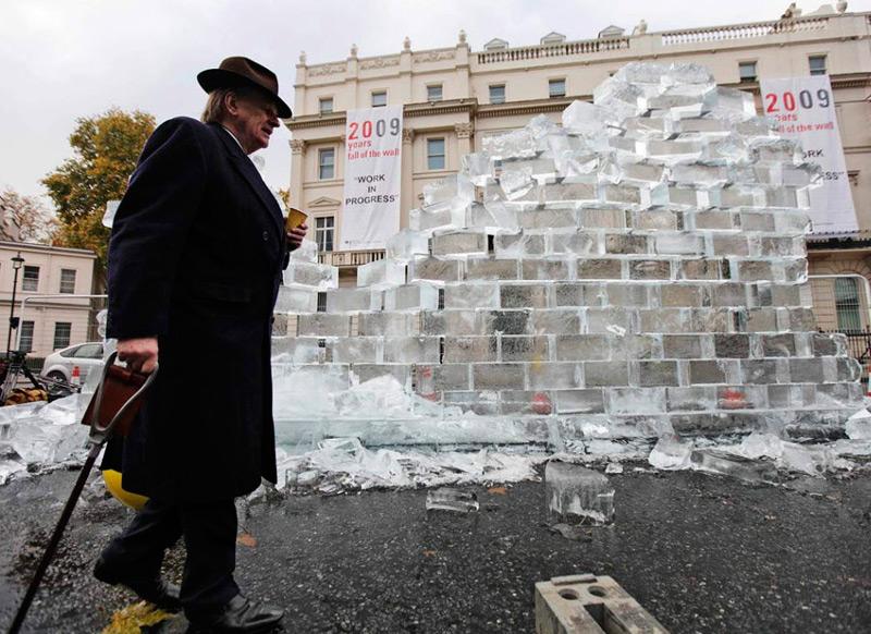 Разрушение ледяной стены