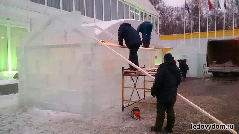 Монтаж ледяной избушки