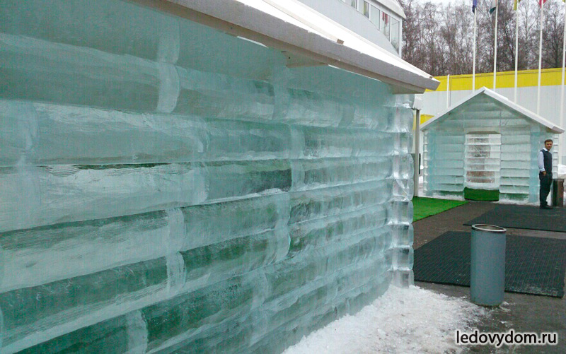 Избушки из ледяных блоков