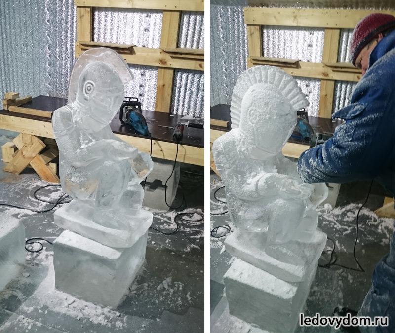 Процесс изготовления ледяной фигуры рыцаря