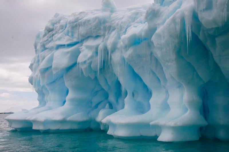 Ледяной горельеф